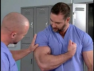 Macho peludo e musculoso no hospital | macho   uniform